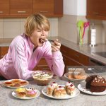 HOW TO EAT MINDFULLY: GOODBYE TO STRESS EATING